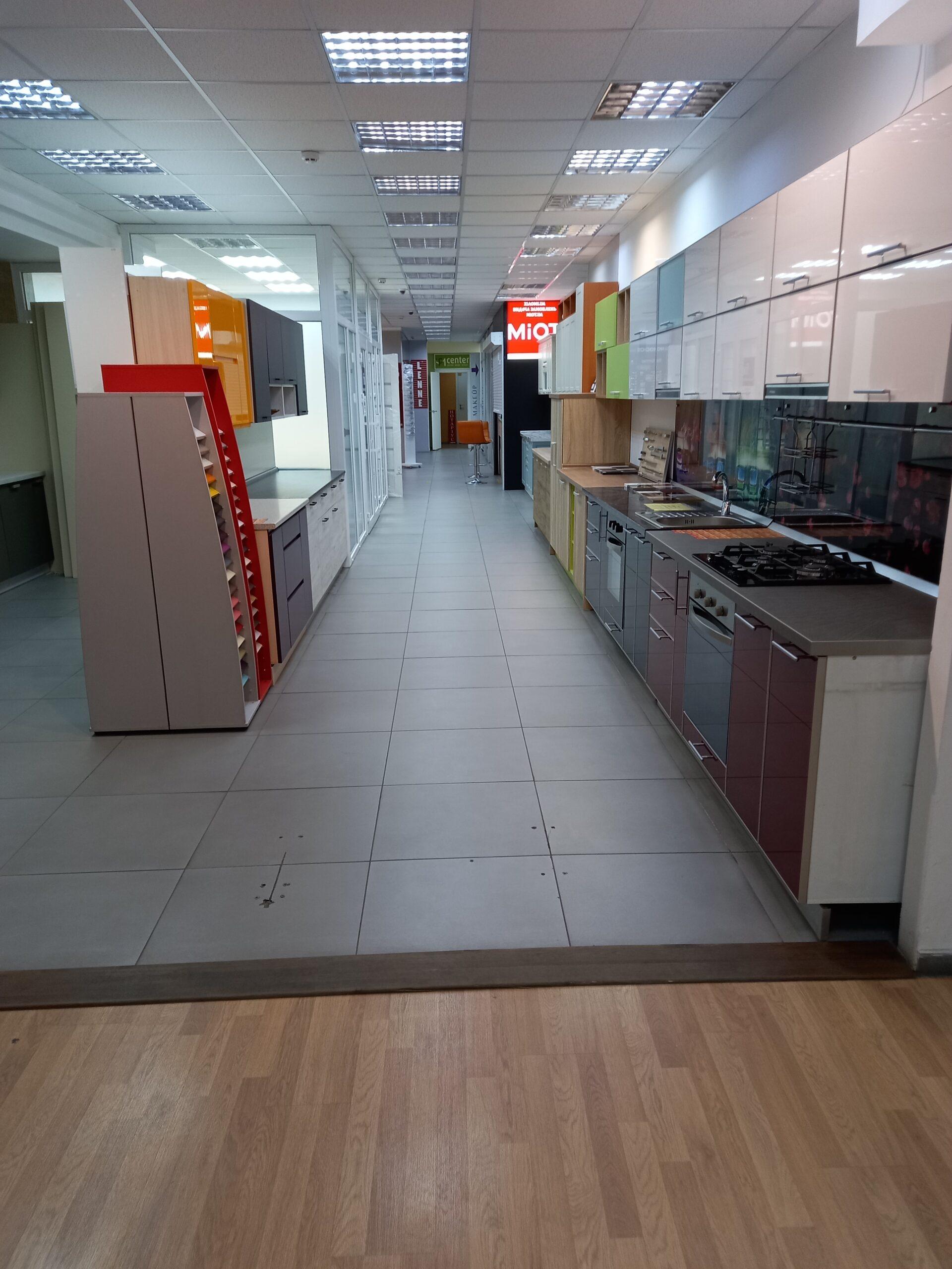 Международная Доставка в Киеве - Коридор на 2 этаже Степана Бандери 21